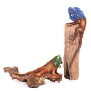 Iguana on wood - 16 inch